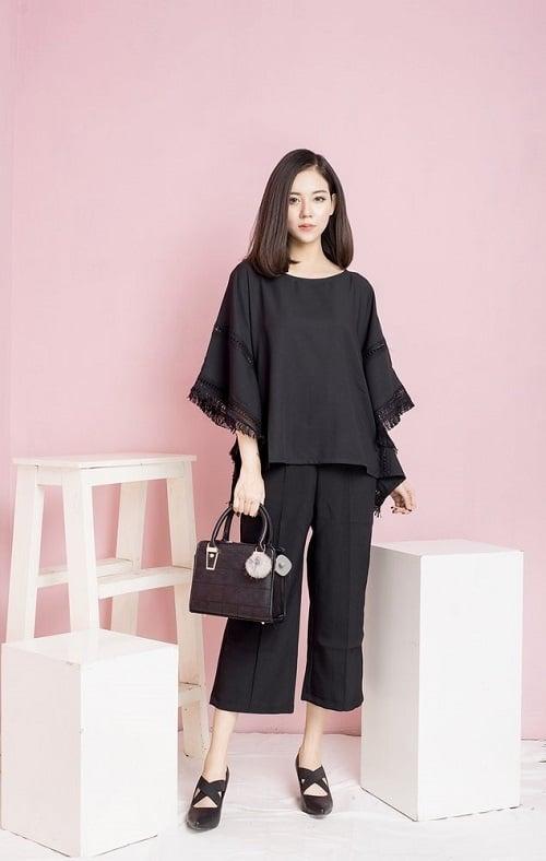Quần vải suông đen kết hợp với áo len đen set đồ dạo phố nổi bật