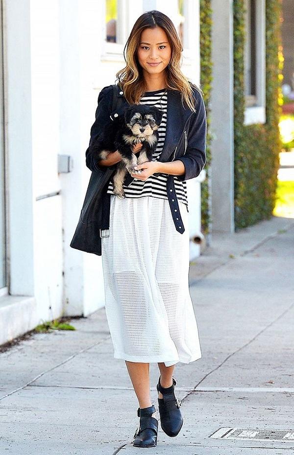 Mặc đầm maxi với giày bốt cho mùa thu đông