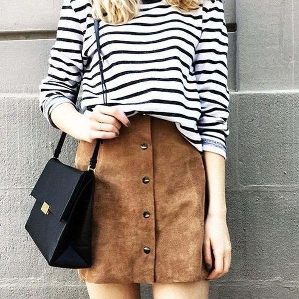 Phong cách thời trang vintage với miniskirt da lộn