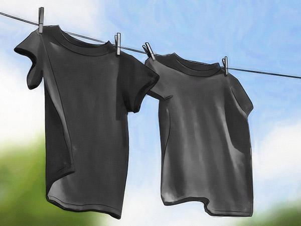 Sau khi làm xong cách nhuộm vải màu đen tại nhà bạn hãy đem quần áo đi phơi