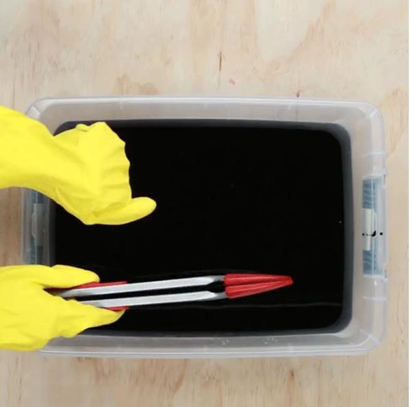 Cách tự chế thuốc nhuộm vải màu đen