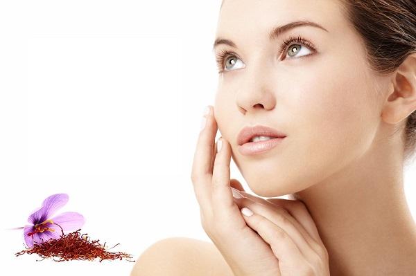 Mặt nạ nhụy hoa nghệ tây giúp làm sáng da