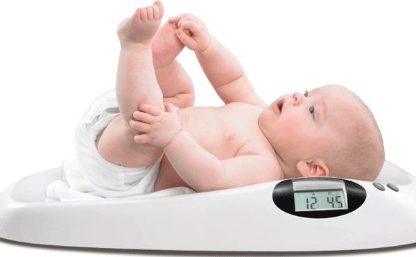 Theo dõi cân nặng và chiều cao của bé là điều cần thiết