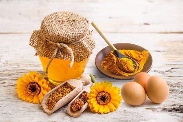 Mặt nạ tinh bột nghệ trứng gà và mật ong