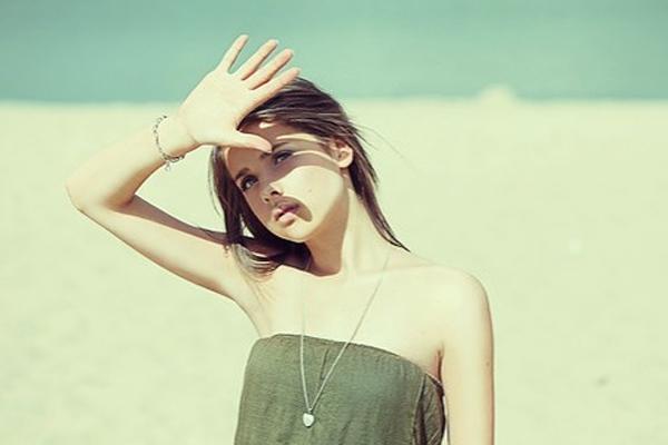 Ánh nắng mặt trời là nguyên nhân hàng đầu gây nám da