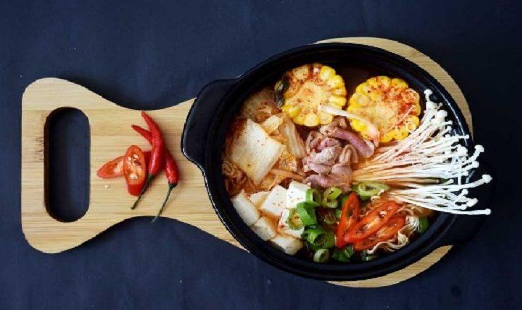 Bật mí cách nấu mỳ cay chuẩn vị Hàn cho ngày mưa thêm ấm bụng