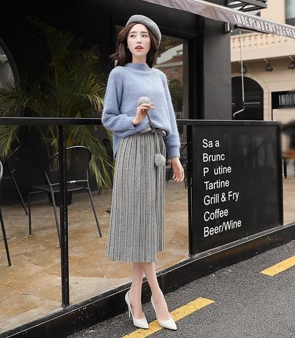 cách phối đồ với chân váy xếp ly dài và áo len