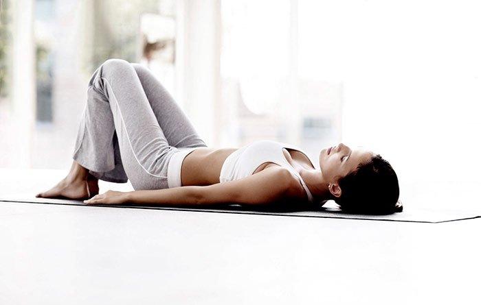 4 tu yoga giup ngu ngon hon 02